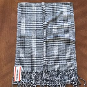 NWT Black and White Houndstooth Scarf
